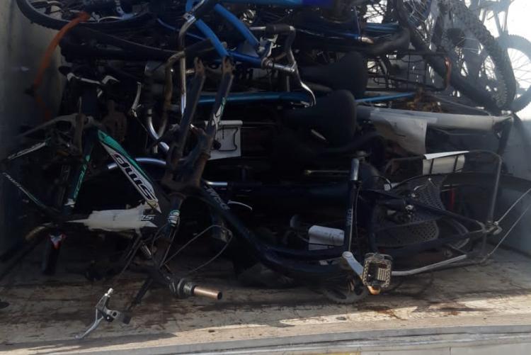 foto di biciclette abbandonate e recuperate