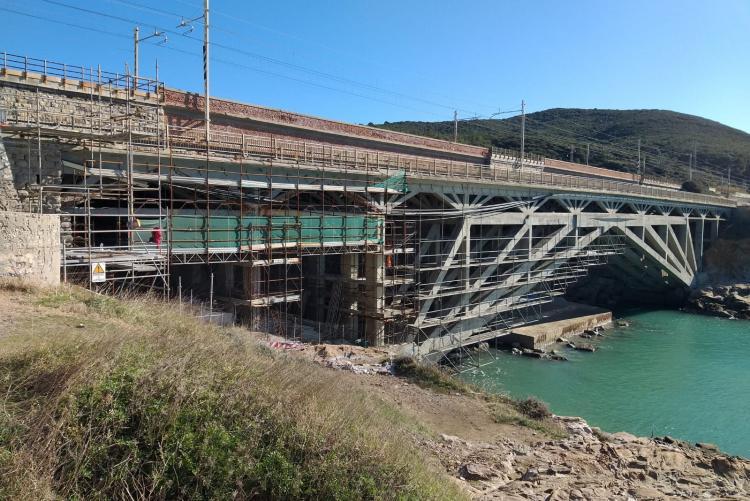 Ponte di Calafuria con impalcatura