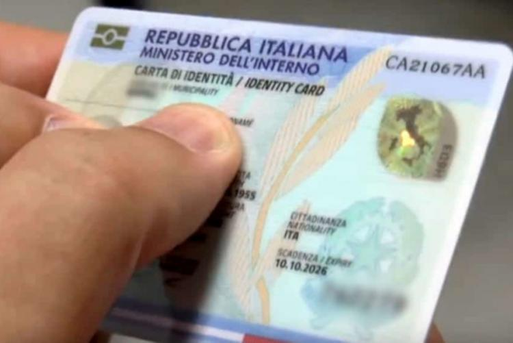 Foto di una carta d'identità elettronica