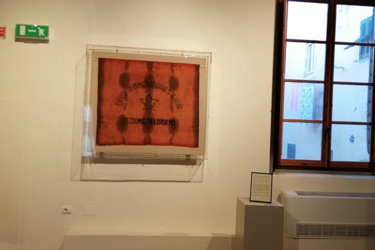 foto della prima bandiera del Partito Comunista d'Italia sezione di Livorno