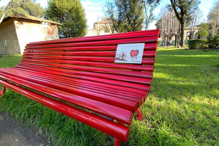 panchina rossa contro violenza su donne al parco terme del corallo