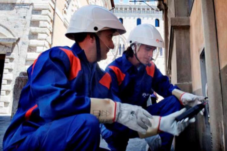 Foto di un intervento di riparazione ENEL