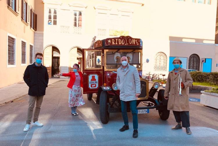foto del sindaco e dall'assessore Raspanti con l'associazione Ridolina
