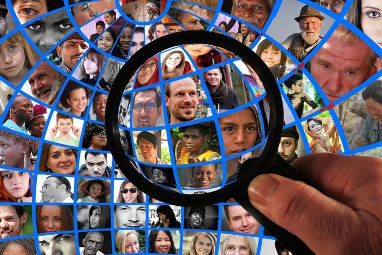 Immagine di un insieme di persone