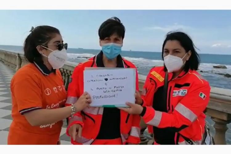 Foto di volontarie CIVES alla Terrazza Mascagni