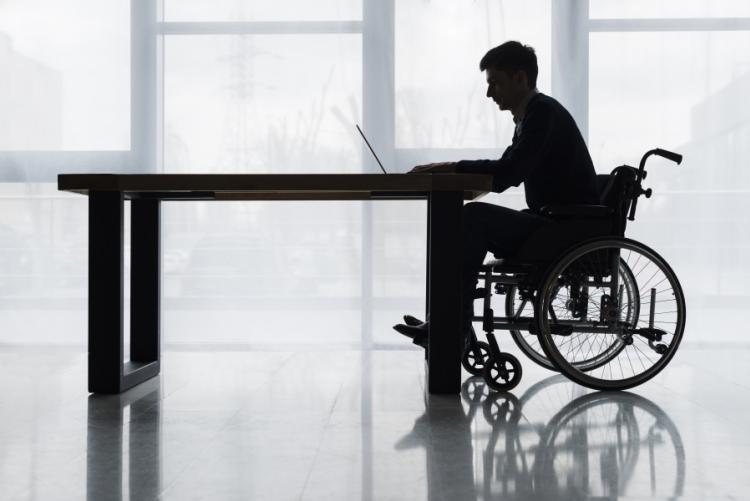 immagine di un disabile a lavoro