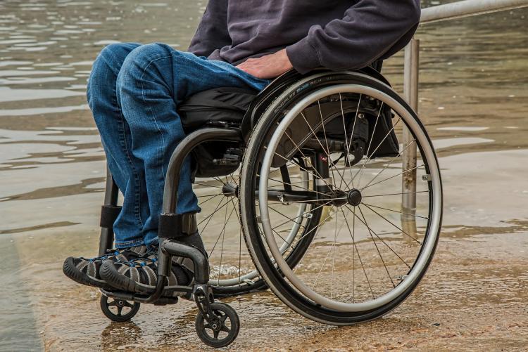 Foto carrozzina per disabili