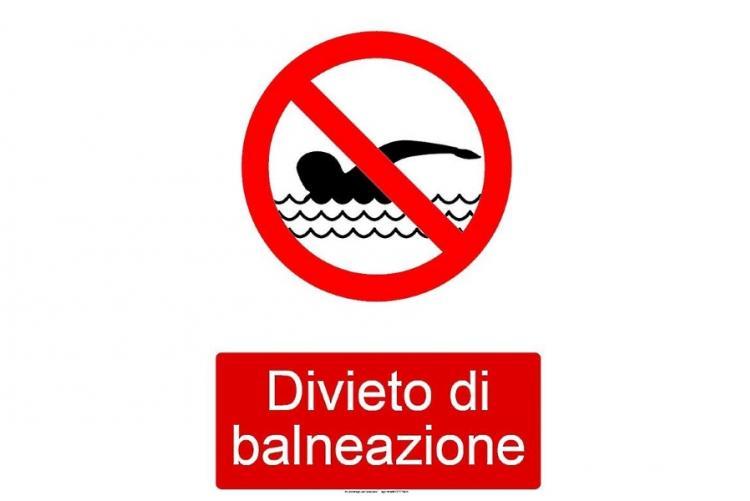 Immagine del divieto di balneazione