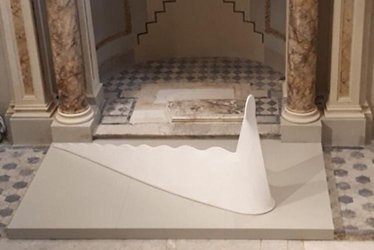immagine del grande rettile al museo della città