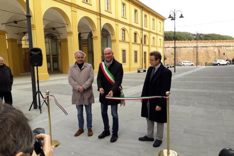 Foto taglio del nastro della Piazza della Loggia della Pescheria, lunedì 24 febbraio 2020