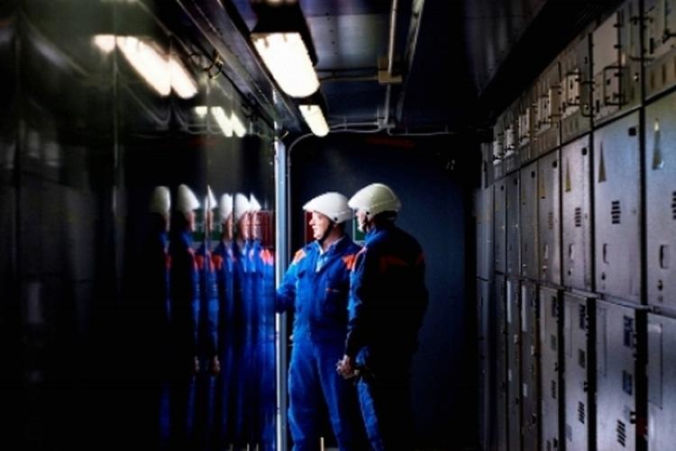 immagine di tecnici enel a lavoro