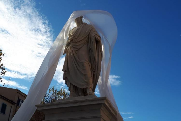 Foto della statua di Leopoldo II resturata
