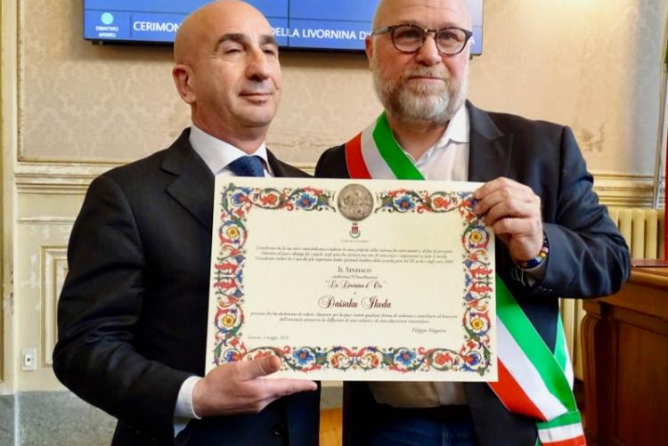 Foto del sindaco Filippo Nogarin con Alberto Aprea, presidente dell'Istituto Buddista Italiano Soka Gakkai
