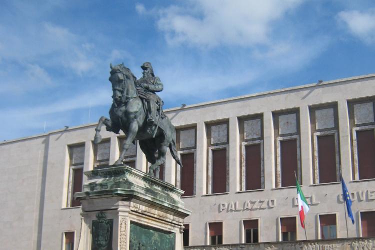 foto della facciata del  Palazzo del Governo