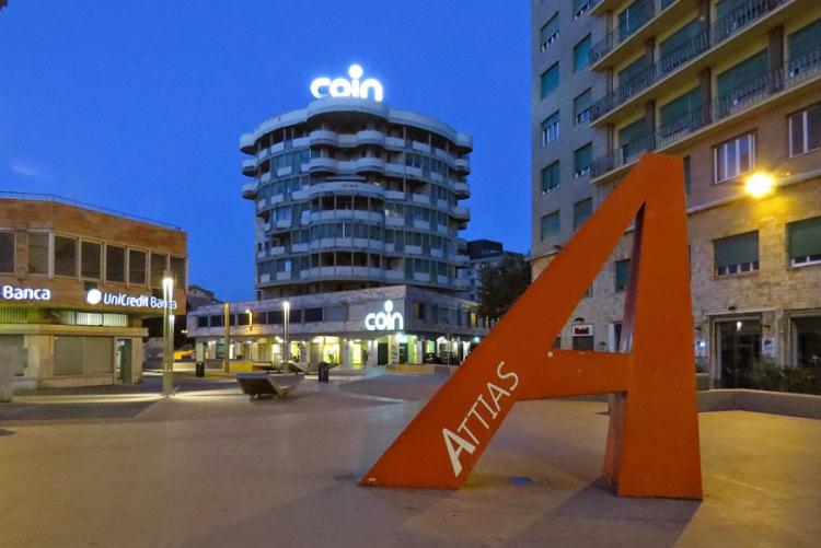 Immagine di piazza attias