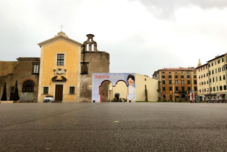 foto di piazza del Luogo Pio