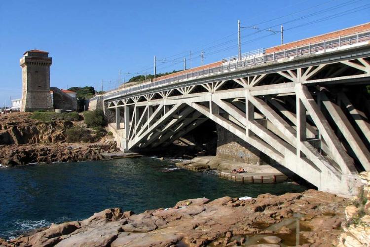 Foto del ponte di Calafuria