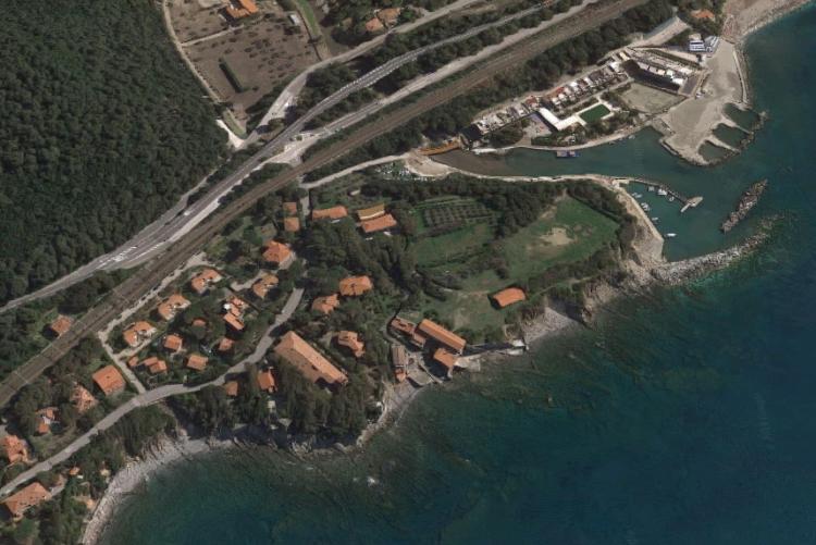 Foto aerea della costa livornese