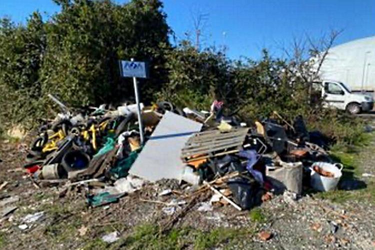 immagine dei rifiuti a Porta a Terra