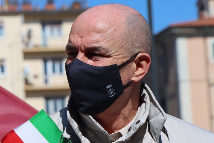 luca salvetti sindaco con mascherina covid