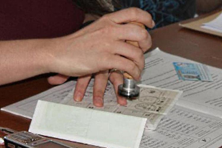 Foto delle operazioni di uno scrutatore