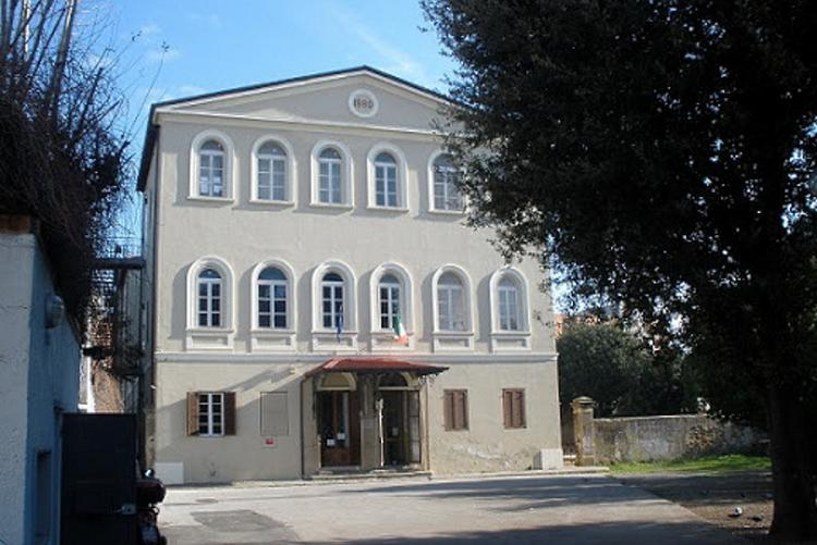 immagine dell'ingresso delle scuole carducci