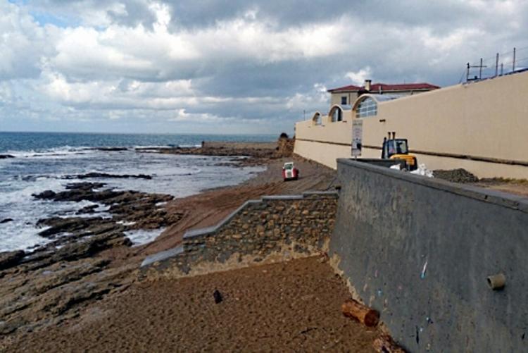 La foto di un precedente intervento di pulizia della spiaggia dell'Accademia