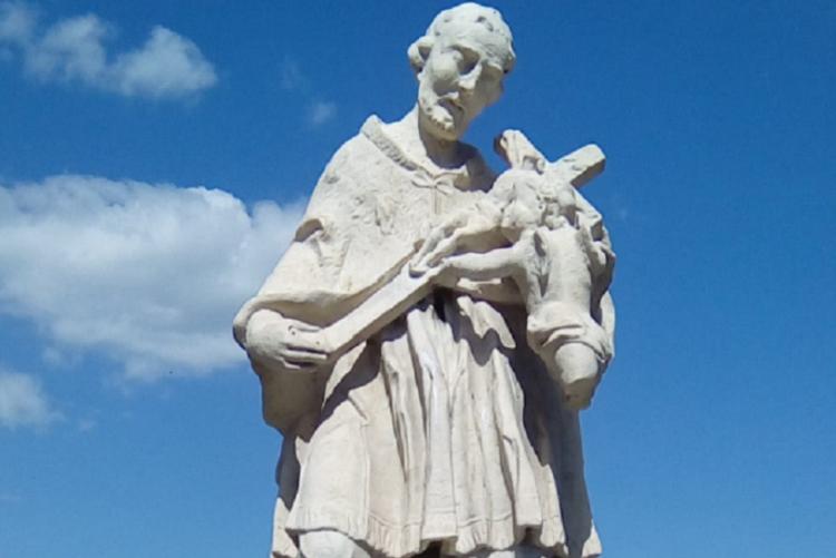 foto della statua a San Giovanni Nepomuceno