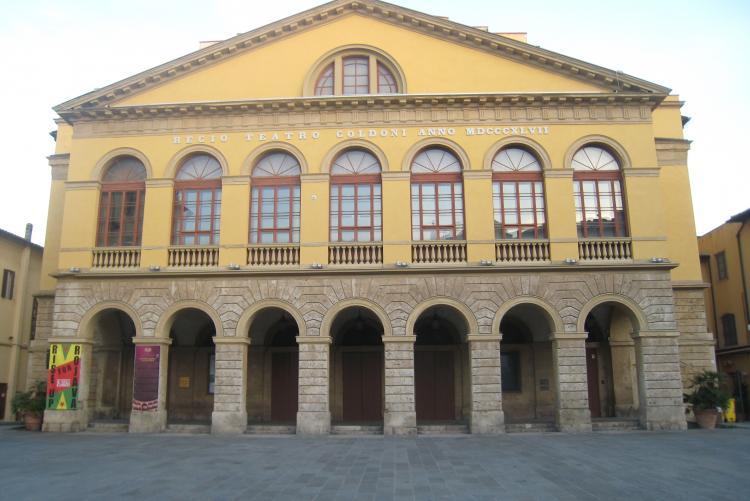 foto della facciata del Teatro Goldoni