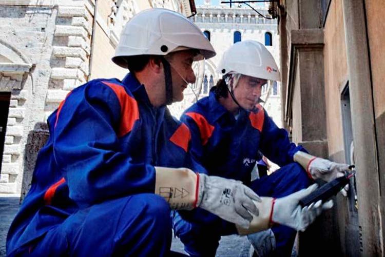 Foto di tecnici Enel a lavoro
