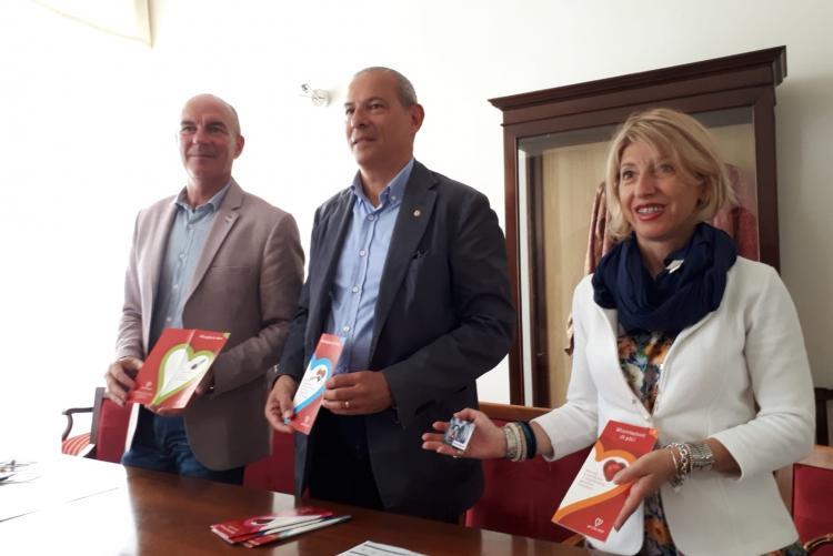Foto del Sindaco Luca Salvetti insieme a Umberto Baldini e Giulia Salone