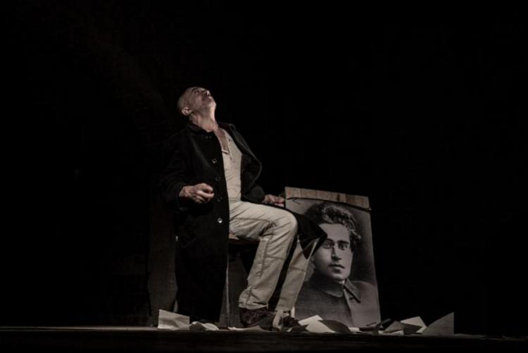 immagine di saccomano sul palco