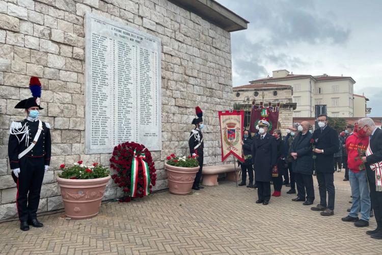 La targa all'Andana degli Anelli con i nomi delle 140 vittime del Moby Prince