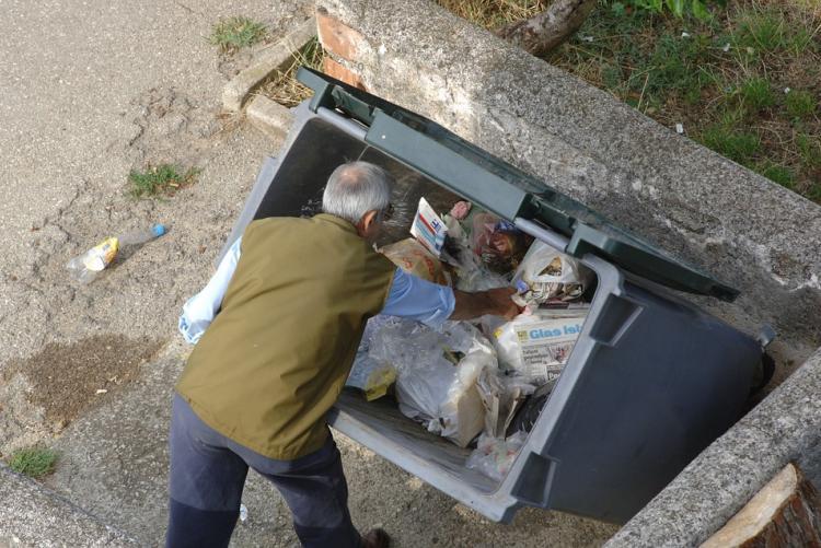 Cassonetto utilizzato per la raccolta dei rifiuti